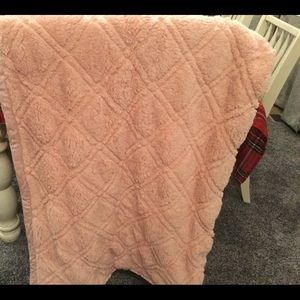 BETTER HOMES & GARDENS BLUSH QUILTED SHERPA THROW